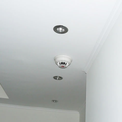 Φωτοηλεκτρονικός πυρανιχνευτής οροφής